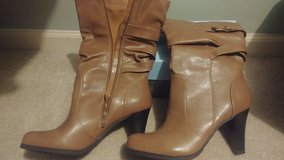 size 8 boots. never worn in Tinley Park, Illinois
