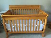 CRIB - DaVinci Kalani 4-in-1 Convertible (Honey Oak) in Orland Park, Illinois