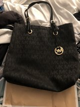 Like new Michael Kors bag clean not one mark on it bought it from the MK store in Travis AFB, California