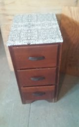Vintage Wood Side table w 3 Drawers in Fort Polk, Louisiana