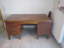 Antique Oak Desk. in Spangdahlem, Germany