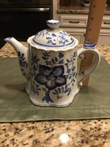 "Blue and White Floral Tea Pot by Sadek Collection- 8"" Tall x 6"" wide in excellent condition in Converse, Texas"