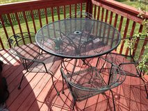 Patio table & chairs in Shorewood, Illinois