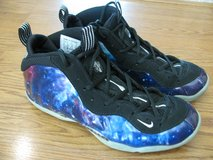 Men's Nike Foamposite Tennis Shoes 9.5M in Fort Knox, Kentucky