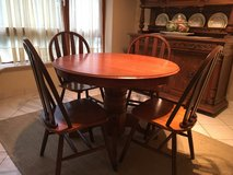 Round Breakfast Table w/ 4 chairs in Wiesbaden, GE