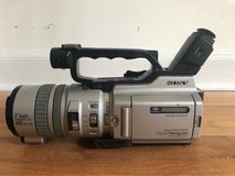 SONY DCR VX2000 CAMCORDER - METALLIC SILVER in Wilmington, North Carolina