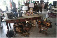 one  of a kind antique farm house table in Wiesbaden, GE