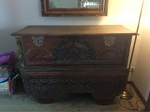 Antique wedding chest late 1800's/early 1900's in Glendale Heights, Illinois