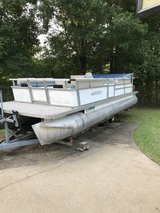24' Pontoon in Fort Campbell, Kentucky