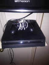 Ps4 1 TB with head set in Fort Leonard Wood, Missouri