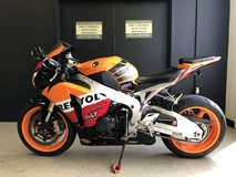 2009 HONDA CBR1000RR REPSOL EDITION SPORTBIKE UNLEADED GAS in Fort Campbell, Kentucky