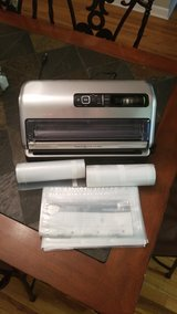 FoodSaver Vacuum Sealer 2in1 in Camp Lejeune, North Carolina