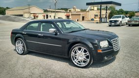 2010 chrysler 300... 22in wheels!! in Fort Campbell, Kentucky
