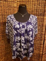 Blue & White Old Navy Top/Shirt Size XXL in Plainfield, Illinois