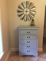 Lovely gray 5 drawer dresser in Leesville, Louisiana