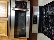 Stainless microwave in New Lenox, Illinois