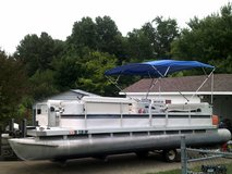 24ft pontoon boat in Fort Campbell, Kentucky