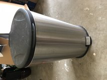 Oval 13 Gallon Trash Can in Fort Campbell, Kentucky