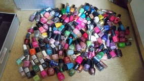 121 Bottles of new/sone used once nail polishes for $80 in Warner Robins, Georgia