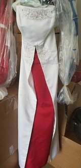CHRISTMAS WEDDING! Gown w red accents in Fort Campbell, Kentucky