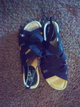 Comforrable Women size 91/2  sandal (NEW) in Travis AFB, California