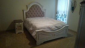 Queen size Bedroom Suite in Clarksville, Tennessee