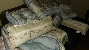 Comforter Shams, Bed Skirt, 6 Pillows, 2 shams .very clean..No Stains. in Fort Riley, Kansas
