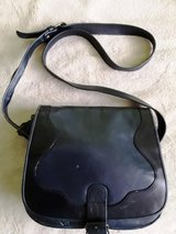GIANI BERNINI PURSE NAVY BLUE GENUINE LEATHER SHOULDER BAG in St. Louis, Missouri