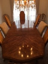 Beautiful Dining room table and chairs in Orland Park, Illinois