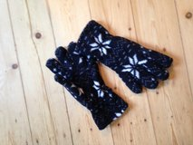 black gloves and hat-scarf with ninja star* patterns in Wiesbaden, GE