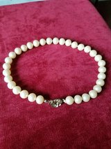 High Quality Vintage Immitation Pearl Necklace in Fort Campbell, Kentucky