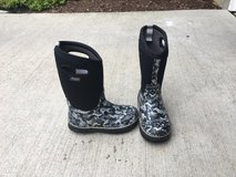 Kids BOGS Boots Size 1 in Plainfield, Illinois