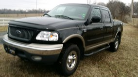 2001 Ford 150 Crew Cab 4X4 Truck in Fort Campbell, Kentucky