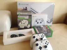 XBox One with 2 Controllers +Twins charger in Stuttgart, GE