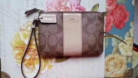 Coach Wristlet-Mint Condition in Brookfield, Wisconsin