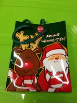 Singing Christmas gift bag in Wiesbaden, GE