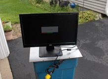 "H P 18 "" FLAT SCREEN MONITOR in St. Charles, Illinois"