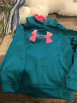 Girls Underarmour hoodie in Chicago, Illinois