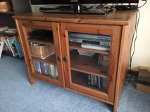 Tv stand/entertainment center in Fort Leonard Wood, Missouri