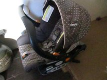 CHICCO INFANT CAR SEAT WITH 3 BASES EXP> JUNE 2021 in Cleveland, Texas