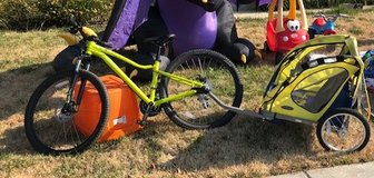 Specialized Jynx with trailer in Travis AFB, California