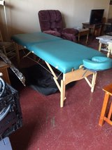 Portable Massage Table W/Carry Case in Leesville, Louisiana