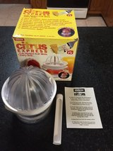 Emson Citrus Express Fruit Cutter and Juicer w/Corer in Oswego, Illinois