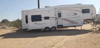 2007 Nuwa Hitchhiker II LS 5th wheel in 29 Palms, California