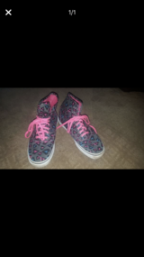 Vans women's size 8 in Bolingbrook, Illinois