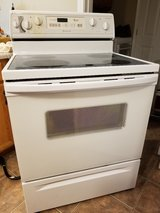 WHIRLPOOL CERAMIC TOP ACCUBAKE RANGE in Fort Knox, Kentucky