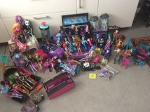 Monster high, big lot, 43 dolls and accessories in Baumholder, GE
