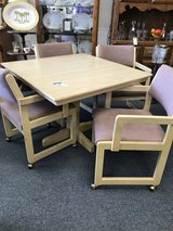 Table and 4 chairs in Bartlett, Illinois