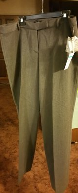 NWT Women's SZ 16 Dress Slacks in 29 Palms, California