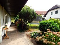 5 BR, 2 BA house with large yard, garage- 20 min to Clay in Mannheim, GE